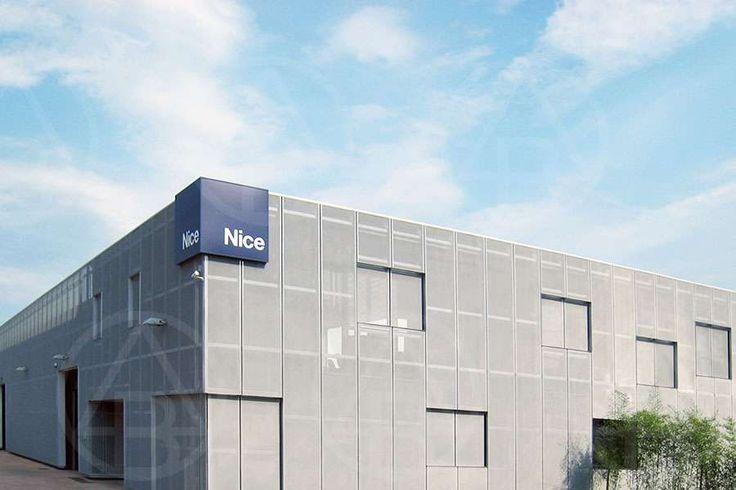 Rivestimento esterno per capannoni, progetto di capannone commerciale | Deltabi Costruzioni