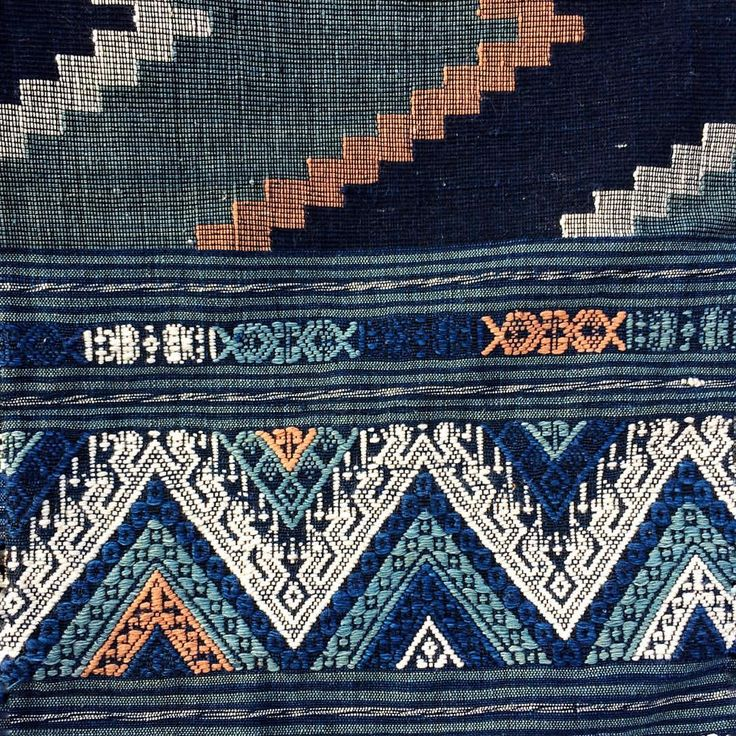 """""""Gorgeous shades of indigo and peach in this cotton Hilltribe weaving - Chiang Mai. 🍃🌾🌿 . . #cushion…"""""""