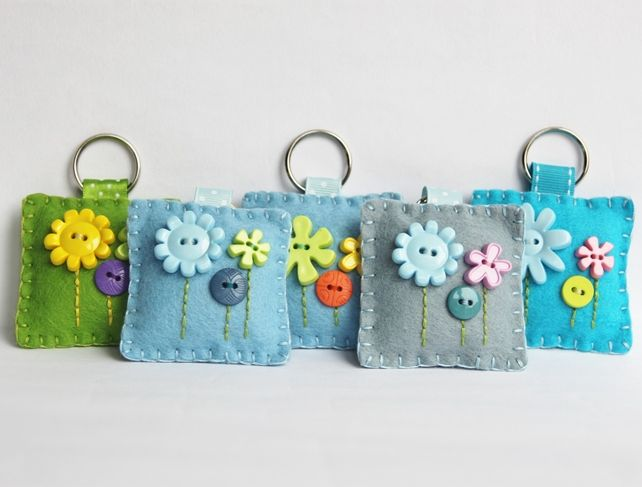 Felt Flower Button Keyring--Wendy Schultz via Linda Cooper onto Projects.                                                                                                                                                                                 More