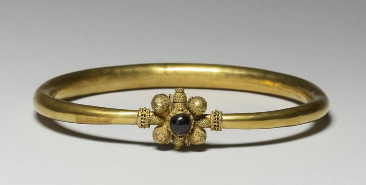 Bracelet probably made by a Hunnish craftsman in the fifth century.