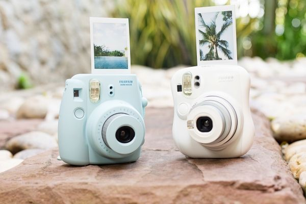mini instant camera - credit card sized photos that print instantly