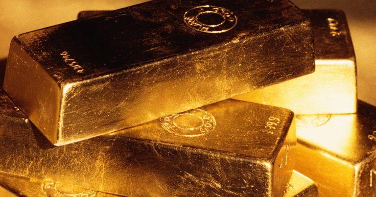 Substâncias químicas usadas para identificar o ouro. O ouro é um mineral valioso que tem sua própria composição e propriedades físicas, que podem ser verificadas pelo uso de diferentes substâncias químicas. O uso de testes químicos é uma prática comum em diferenciar o real do falso. Quando a substância é aplicada a ele, uma reação ocorre para ajudar a identificar o mineral.