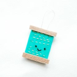 Thread your needles with cuteness! Make your own needle threader with this DIY