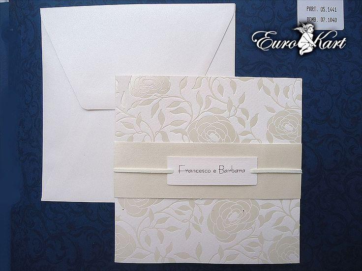 Il più richiesto tra gli inviti eleganti: la bellezza dei richiami floreali perlati.