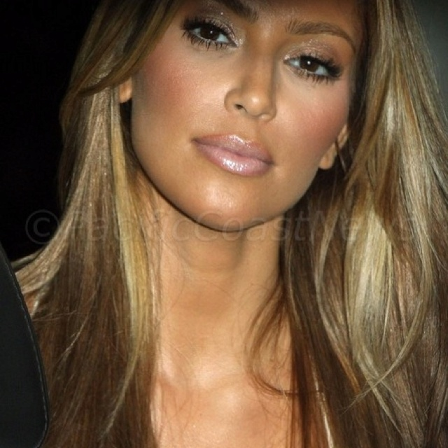 In love with Kim's blonde hair! Make up, nude lips
