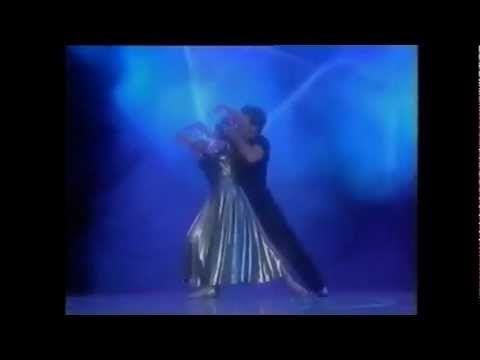 Patrick Swayze y su esposa Lisa Niemi, casados desde 1975 hasta el fallecimiento de Patrick en el año 2009, bailandoI Will Always Love You,melodía de Witney Houston, en el World Awards de...
