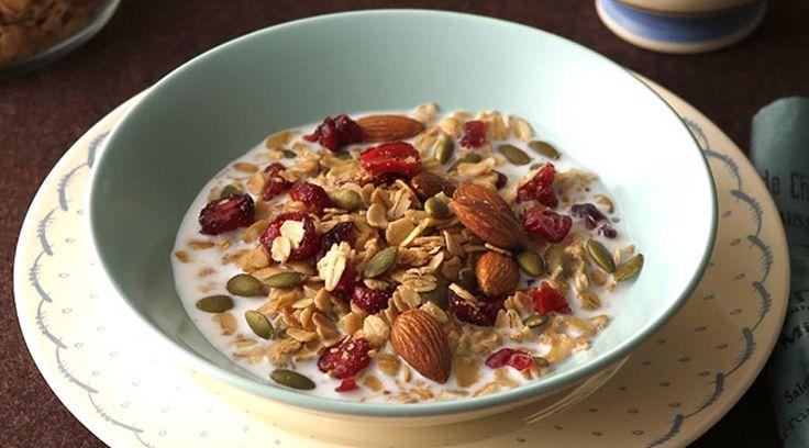 朝食に、おやつに、大人気のグラノーラ。日本初のシリアル専門店にフライパンで簡単に作れるレシピを習いました!