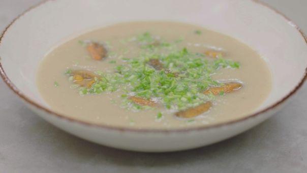 Eén - Dagelijkse kost - aardappel-preisoep met gebakken currymosselen