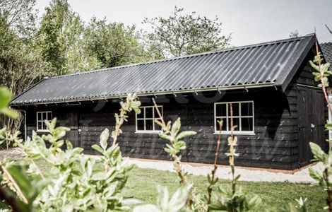 www.jarohoutbouw.nl - 0341-26 26 63 | Garage met golfplaten | Landelijke schuur | Maatwerkschuur | Houten schuur | Schuur op maat | Veldschuur | Schuur bouwen | Garage van hout | Carport | Garage met overkapping | Veranda aan houten schuur | Houtbouw schuur | Schuur in de tuin | Garage voor auto bouwen | Houten schuur met zadeldak | Garage met plat dak | Garage en dakpannen | Schuur met zonnepanelen | Schuur met loungeruimte | Houtbouw Apeldoorn