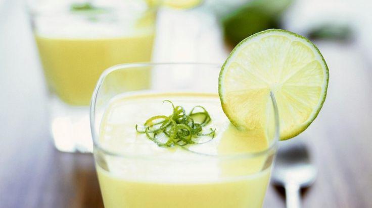 Mangocreme mit spritziger Limette | http://eatsmarter.de/rezepte/mangocreme