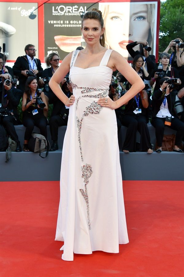 "Carly Steel in a Blumarine Spring Summer 2016 embellished white cotton dress to the opening ceremony and premiere of ""La La Land"" during the 73rd Venice Film Festival at Sala Grande. • Venice, Italy – September 9, 2016"