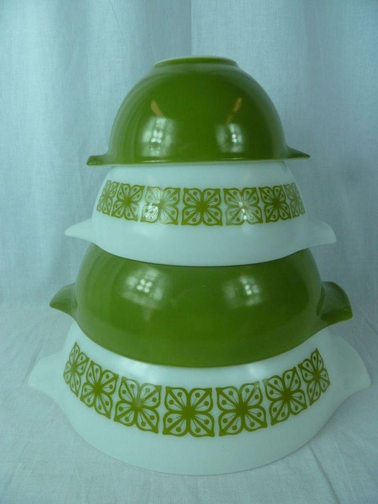 4 Piece Pyrex Nesting Bowls VERDE Avocado Green Flowers in Squares Vintage