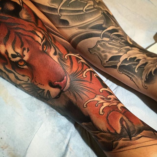 Those knee ditches tho....;) @offthemaptattoo @fusion_ink - See more at: http://iconosquare.com/viewer.php#/myLikes/list