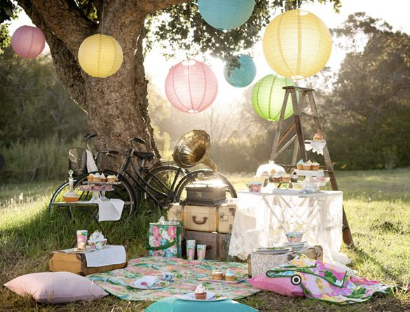 lovely picnic props, way too much going on but i love all of the stuff. just maybe not all together