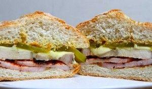 Sanduíche-de-bacon-canadense-e-carne-de-porco