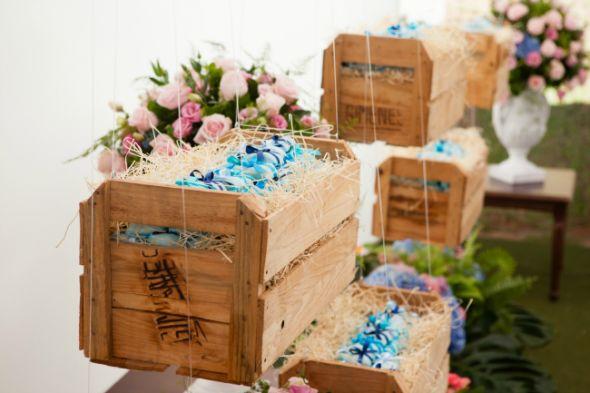caixotes de fruta pendurados com nylon