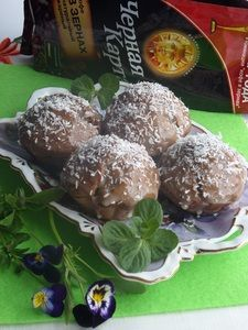 Фото к рецепту: Шоколадно-кокосовые кексы  Малышки