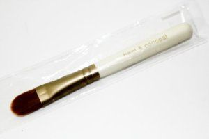 Bare Escentuals Heal and Conceal Brush . $8.00