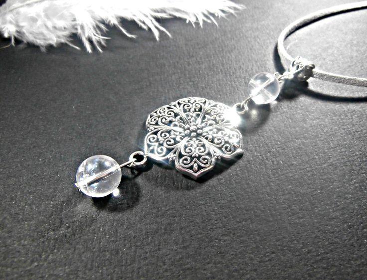 Collier-pendentif composé de pierres semi-précieuses de cristal de roche + cordon gris argent légèrement pailleté en suédine offert : Pendentif par lapassiondisabelle
