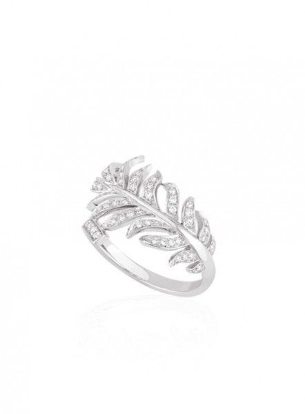 Bague de fiançailles en or blanc et diamants - Bague: Chanel, modèle issu de la Collection 1932 - La Fiancée du Panda blog Mariage et Lifestyle