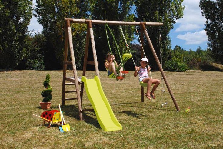 Portique de jeux pour enfants en bois Gaïa de SOULET. Hauteur 2,35 m - 1 balançoire + 1 vis-à-vis + 1 toboggan hauteur de départ 0,90 m + 1 échelle. À monter soi-même. Nombreux autres modèles proposés.