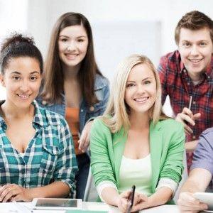 """JOBSTARTER plus: Ausbildung in Kleinunternehmen Das Bundesministerium für Bildung und Forschung (BMBF) unterstützt kleine Firmen mit einem neuen Programm bei der Berufsausbildung. Unter den Kleinstunternehmen mit bis zu neun sozialversicherungspflichtigen Beschäftigten ist die Zahl der Ausbildungsbetriebe seit 2007 um knapp ein Viertel gesunken. Laut BMBF müssen jedoch auch Firmen mit geringer Mitarbeiterzahl eine """"tragende Säule der Berufsausbildung in Deutschland"""" bleiben..."""