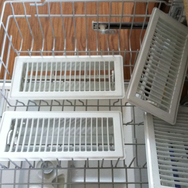 Spring Cleaning the Easy Way : Air vents in the dishwasher!!