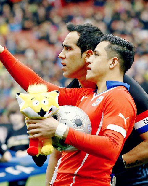 Claudio Bravo & Alexis Sanchez. Chile NT.