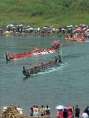 The Water Splashing Festival of Dai Ethnic Minority in Xishuangbanna Dai Autonomous Prefecture and Dehong Dai and Jingpo Autonomous Prefectu...