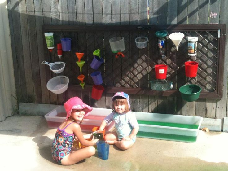 my sister's friend made this water-play centre for her kids using things commonly found laying around the kitchen. How simple is that?!