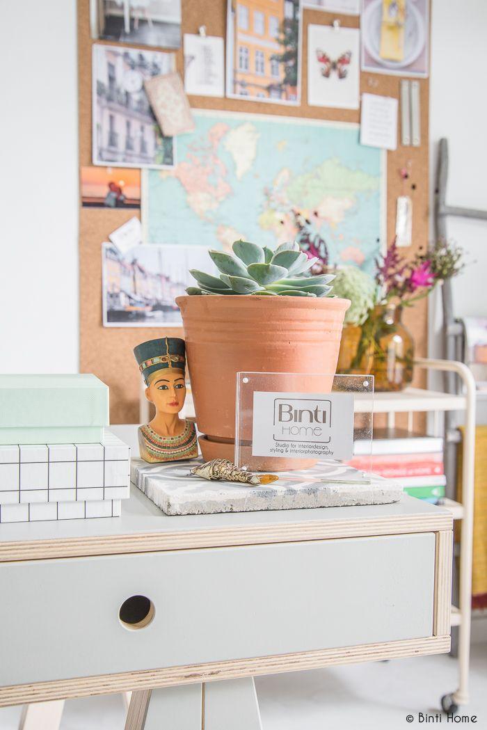 Inrichting werkplek aan huis met een inspiratiewand van kurk -