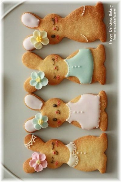 Bunny Cookies - This cookie recipe is too cute! A great dessert recipe for Easter. via #TheCookieCutterCompany