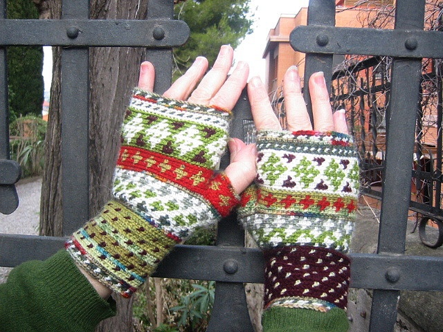 Do download the free tutorial that accompanies the pattern.