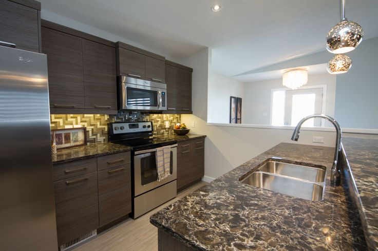 Cherrywood Showhome, Kitchen with Island and stainless steel appliances