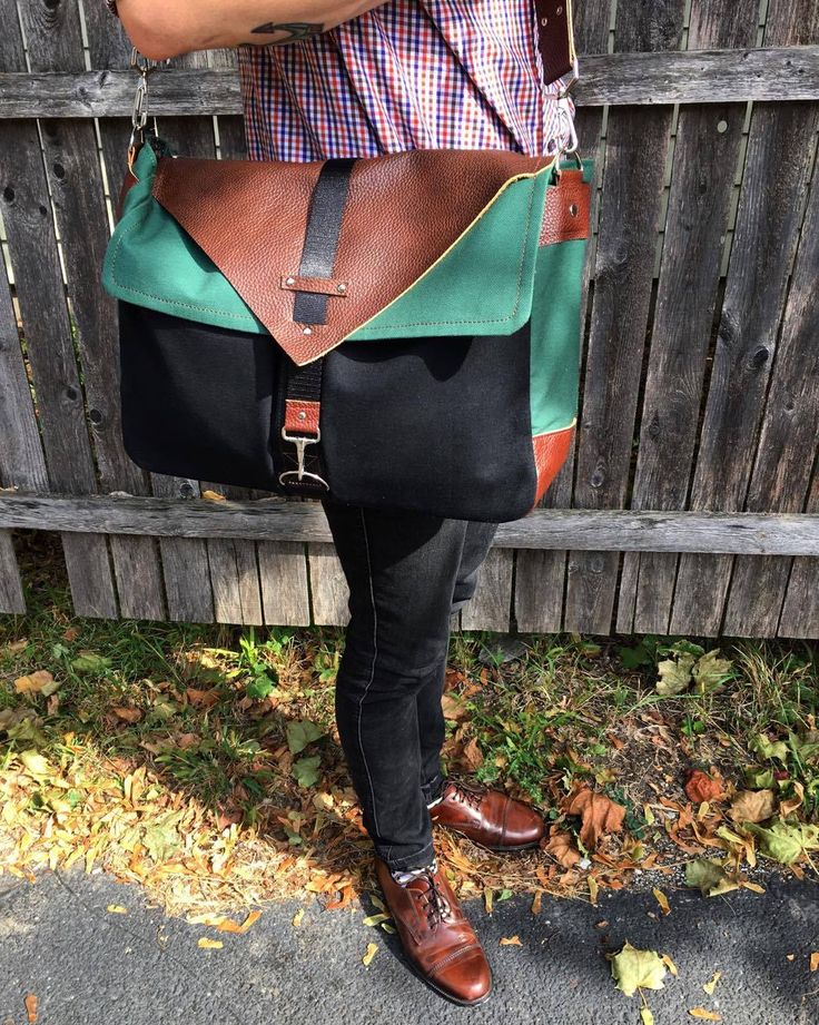 Messenger bag with leather elements #messenger #bag #leather #fabric #pattern
