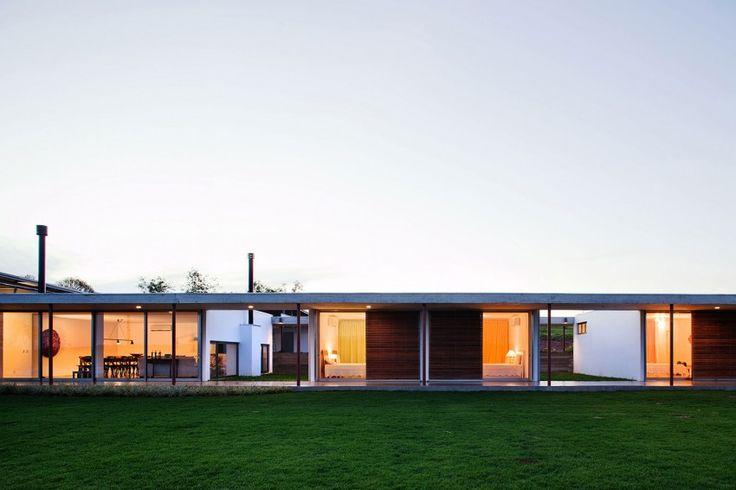 Residencia F.S. by Andrade Morettin Arquitetos Associados | HomeDSGN