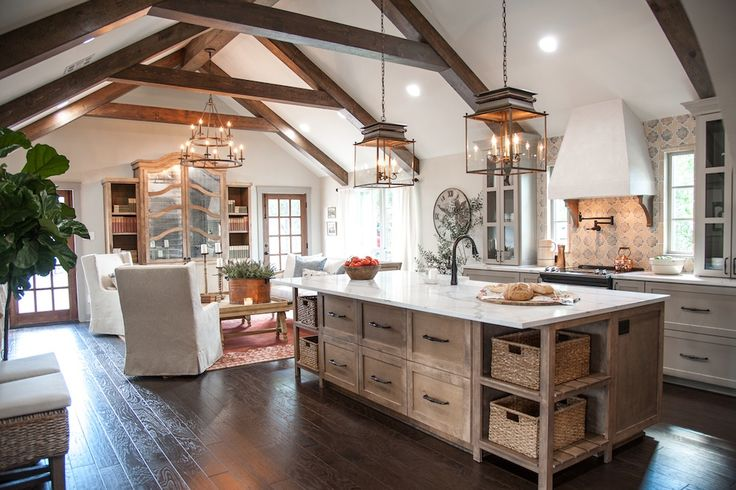 Kitchen Island / Lamps