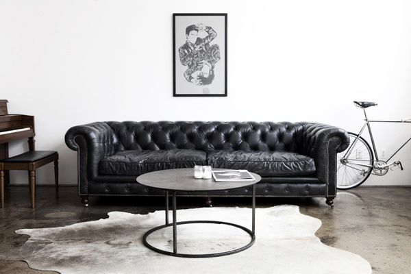 17 best ideas about black leather couches on pinterest - Chesterfield sofa living room ideas ...