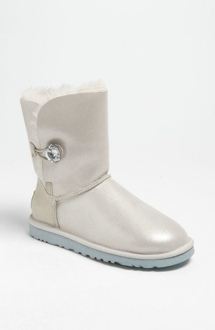 Shopping Tips for UGG: 1. Following CouponCabin links to the UGG online shop takes you to an exclusive selection of UGG footwear styles! 2. A complimentary one-year warranty that covers damage within the first year comes with every pair of shoes and boots.