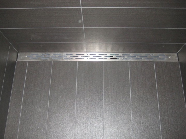 The Stainless Steel Strainer Of The FreeStyle Linear Drain Provides Quite A  Nice Contrast Against The
