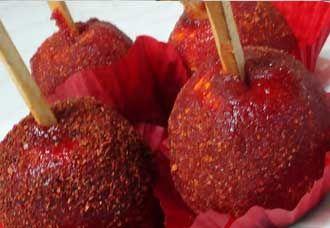 Manzanas cubiertas con tamarindo