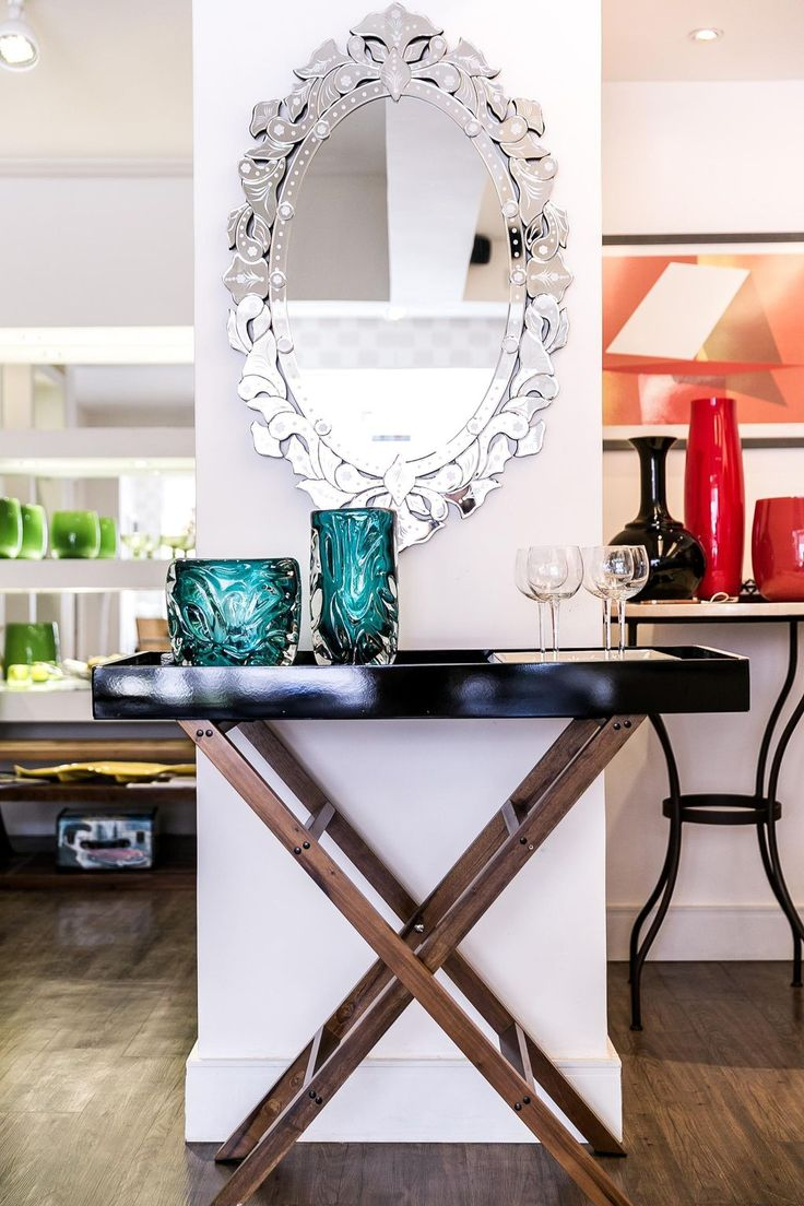 O espelho veneziano surgiu no século XIV em Veneza, naquela época os artesãos uniram o vidro a uma chapa de metal, criando o que chamamos de espelho com o status de uma verdadeira obra de arte. Era para a época um produto inovador de design, portanto muito caro para ser adquirido. O vidro muitas vezes …Continue Lendo...