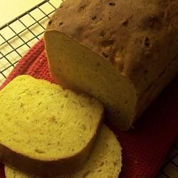 Pan casero de quinoa, tomates secos y albahaca