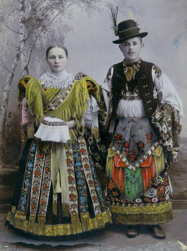 """""""Egyben+kultúrfölényünk+van+minden+európai+nép+fölött:+népművészetünkben.""""+írta+Dr.+Viski+Károly,+a+jeles+néprajzkutató.+Ezért+öröm,+de+nem+meglepő,+hogy+a+szellemi+világörökség+része+lett+a+matyó+hímzés. Magyarország+felterjesztése…"""