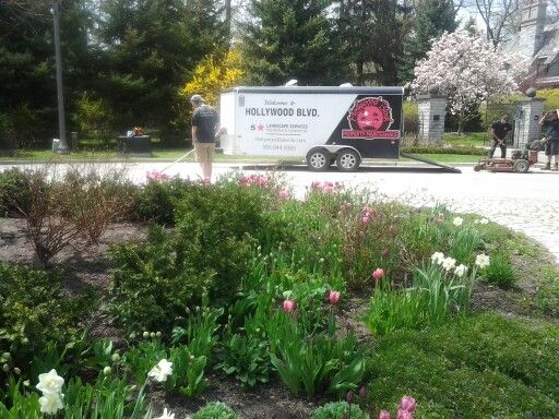 Hollywood crews, keeping Oakville beautiful for over 25 years.