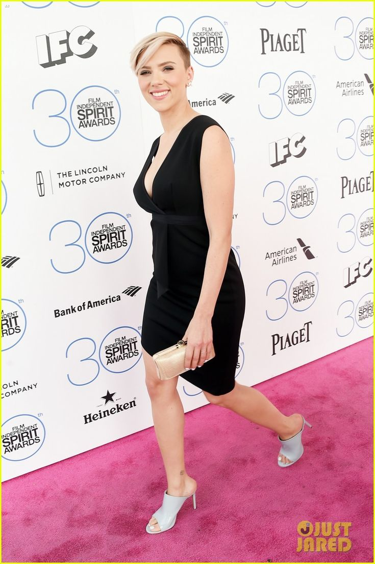 Scarlett Johansson Rocks a Chic LBD at Spirit Awards 2015