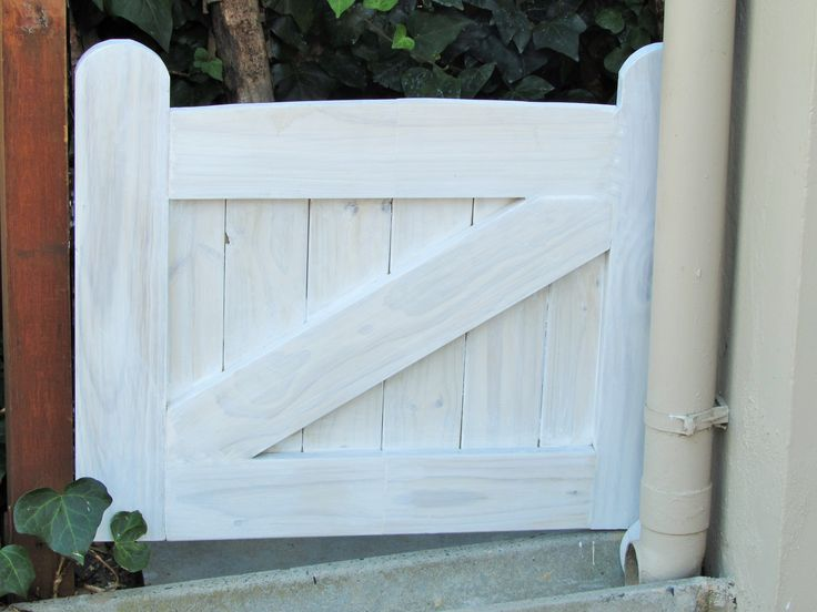 Small fence gate from left over wood
