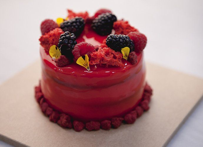 Red velvet de remolacha relleno de crema de queso con frambuesa para #Mycook http://www.mycook.es/cocina/receta/red-velvet-de-remolacha-relleno-de-confitura-de-frambuesa
