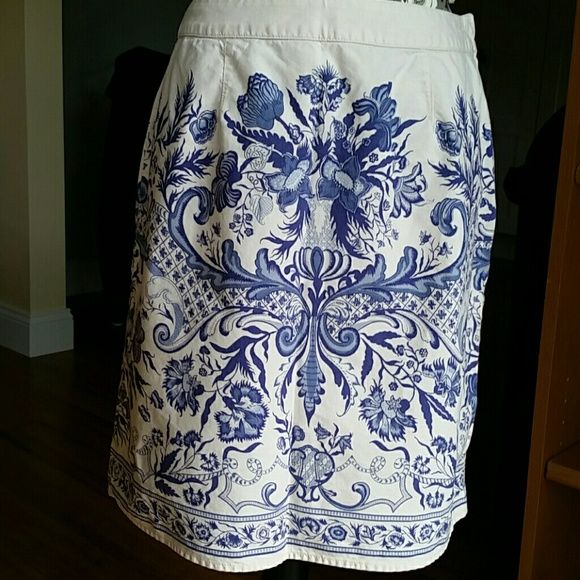 Liz Claiborne Paisley Cotton Skirt Beautiful Liz Claiborne Paisley Cotton Skirt with side zipper and button closure. Perfect for those hot days.You can still look put together. Liz Claiborne Skirts