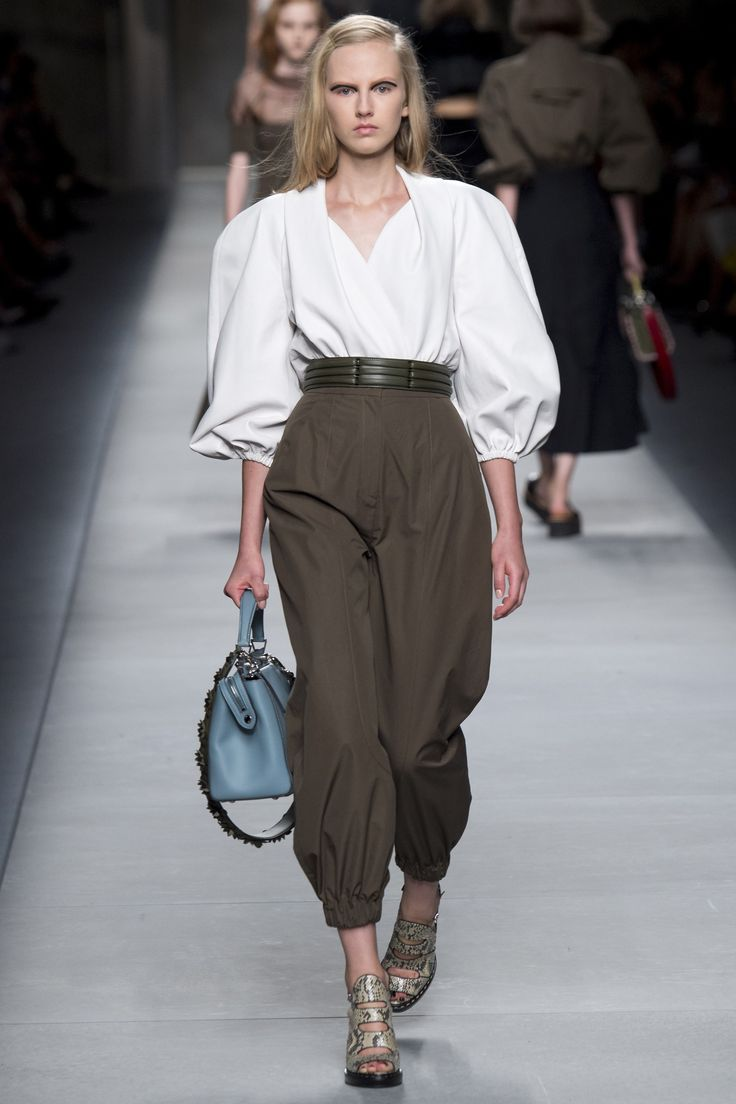 Fendi Spring 2016 Ready-to-Wear Fashion Show - I just love this look...a modern 40's fashion style